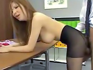 Busty Girl In Pantyhose Getting Her Pussy Fucked Cum To Feet On The Desk Of The Office