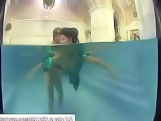 Chicks Sucked In Swimming Pool