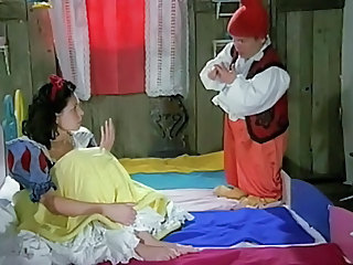 Snow White Loves The 7 Dwarfs