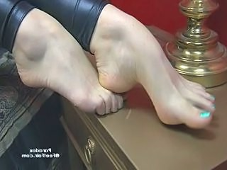 Videos from: pornoxo | Slut exposing her feet