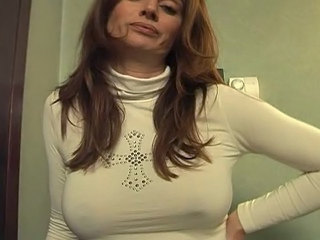 Masturbating Amateur MILF Masturbating Amateur