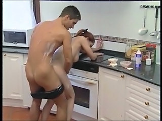 Gambar/video porno  Dapur Babe