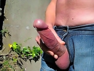 Cumshot in the park