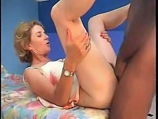 French mature Agnes & doctor gyno