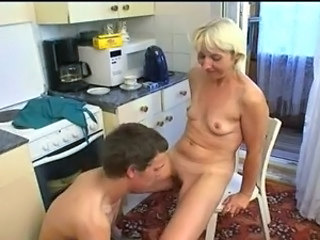 Mom Amateur Kitchen Kitchen Mature  Old And Young
