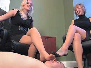 Very nice smelly Feet mmmhhhh