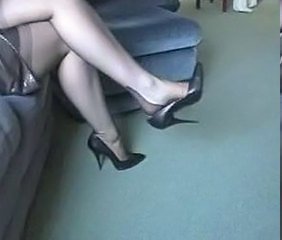 Dangling pumps in seamed nylons