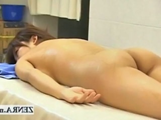 Nude Japanese milf has her exposed plump ass massaged Stream Movie