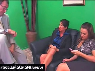 Spoof On Sara Palin And Her Family In This Threesome Therapy Session