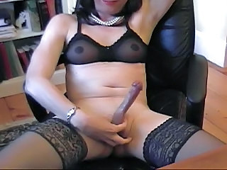 Donna Queen Gets Dirty While Camming Again
