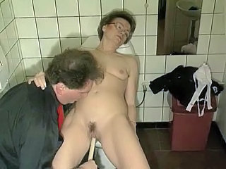 Granny gets off on a Brush