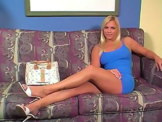 Babe Blonde Legs Jerk