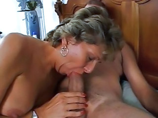 Mature is procurement her dirty ass fucked