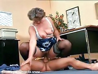 Granny gives up the pussy thither younger man tubes