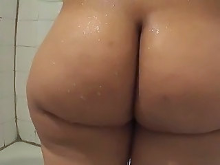 Big ass booty in the shower   ShortyThick