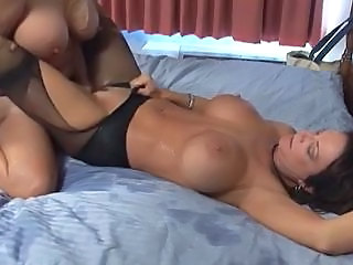 MATURE MOMS PASSION
