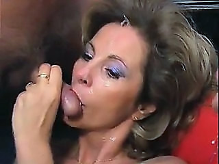 Video posnetki iz: h2porn | Mature woman fucked and creamed, almost bukkake