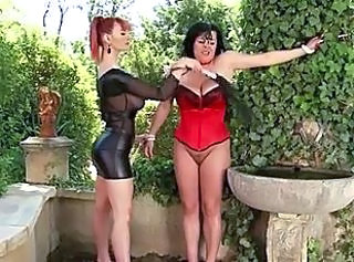Slave Latex MILF Outdoor