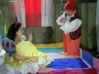 Snow White learns to Masturbate