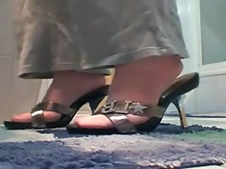 MILF hot pink pantyhose footjob