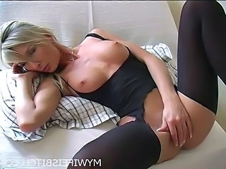 Solo Masturbating Amateur Kinky Masturbating Amateur Milf Stockings