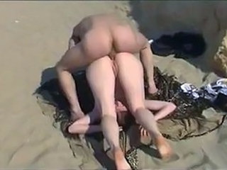 Dude fucks horny girl at the beach