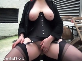 Video posnetki iz: empflix | Bbw babe Alyss flashing pussy and masturbating in publi
