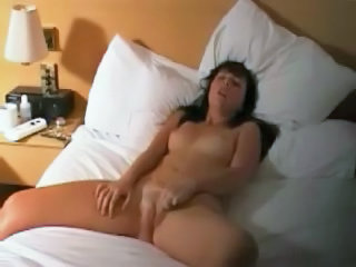 Brunette Fingers Herself To Multipel Orgasms