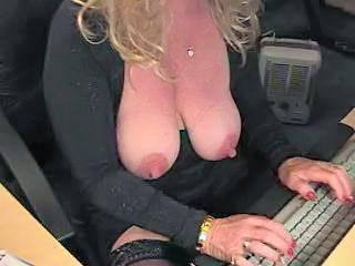 "Lady plays with her cunt"" class=""th-mov"