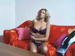 Amateur Blondie Wife Masturbates