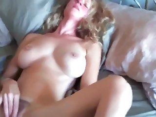 HOT  MILF MASTURBATE.. VERY HOT