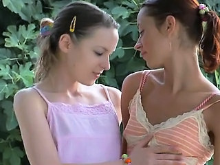 sapphic love story outside on the bench Sex Tubes
