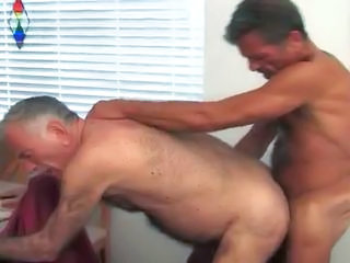 Video from: xhamster | Dos maduros