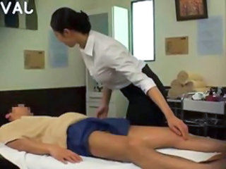 Wroth gloom chick does sexy massage