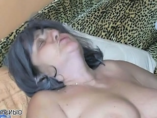 Nasty old woman gets her pussy licked