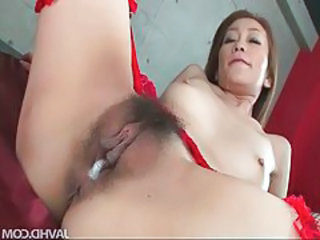 Asian babe gets her juicy pussy lip full of gumshoe tubes