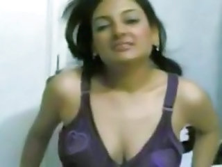 Arab Webcam MILF Arab