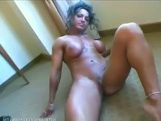 Muscled Mature Pussy Masturbating Mature