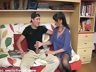 http%3A%2F%2Fwww.drtuber.com%2Fvideo%2F472658%2Fbrunette-italian-milf-gives-a-younger-boy-a-blowjob-on-couch