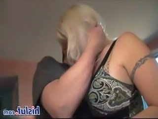 Kyssing MILF Tatovering