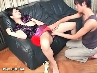Asian in geisha dress mouth fucks hairy dick