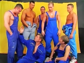 Muscled Gangbang Groupsex