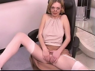 Mature leggy blonde spreads h...