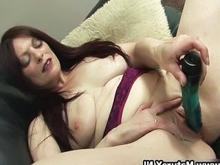 Sooty mature mom fucking the brush own tight