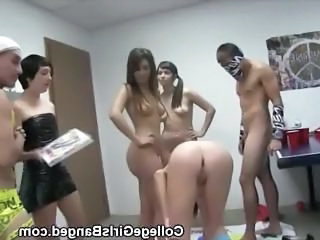 College Girls And Boys Get Oral At A Twister Party
