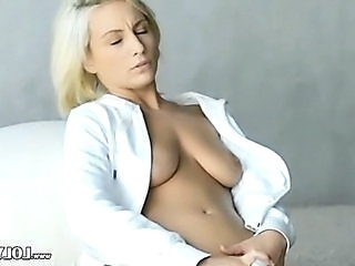 vibrator in blondes snatch