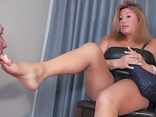 Step-mom foot pet
