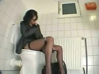 HiddenCam Masturbating Sister Hidden Toilet Sister