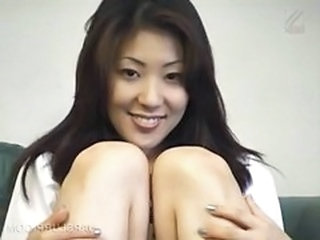 Asian hottie showing hairy cunt