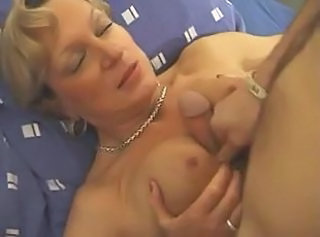 Classy looking mature lady _: matures milfs old+young